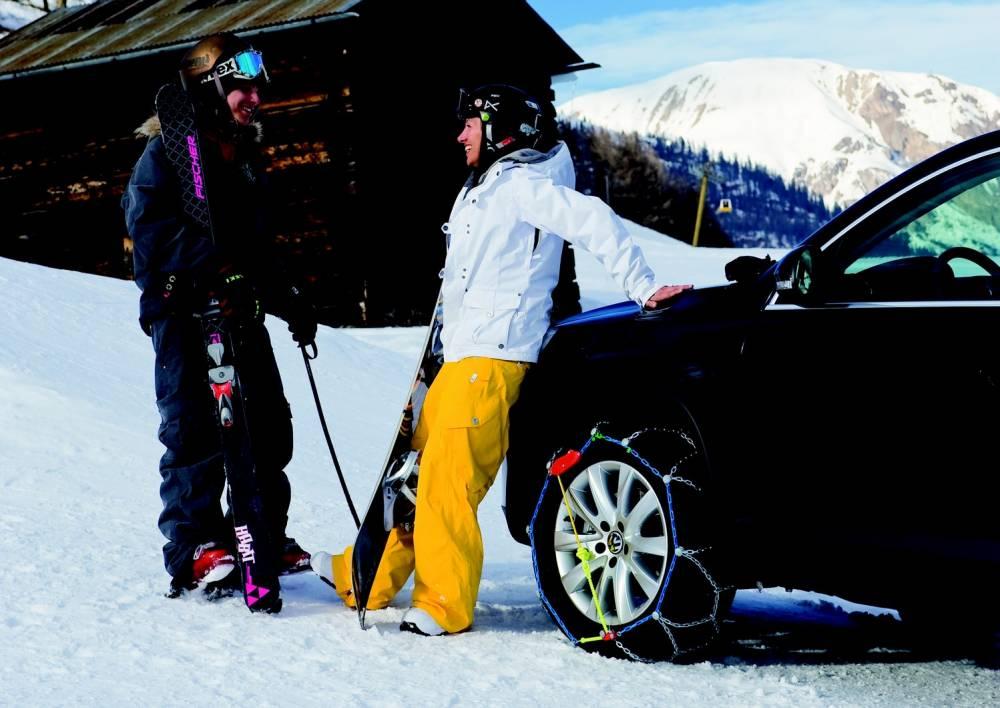 Bezpieczna jazda zimą. Wyposaż auto w łańcuchy.